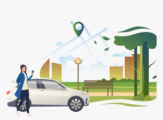 Vrouw die zich door auto met stadspark en wijzer op kaart bevindt Gratis Vector