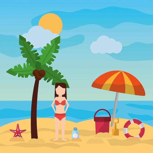 Vrouw die zich in van de de parapluemmer van de strandpalm de zonnige dag van de de schop sunblock bevinden Gratis Vector