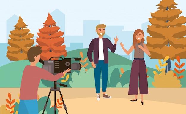 Vrouw en man verslaggever met microfoon en cameraman met camcorder Premium Vector