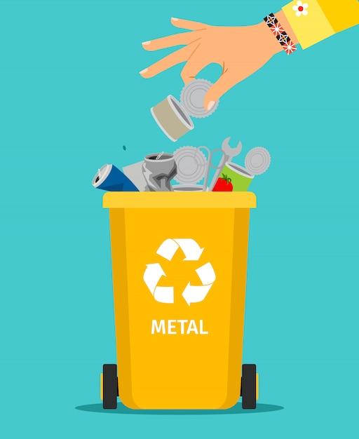 Vrouw hand gooit metalen afval Premium Vector