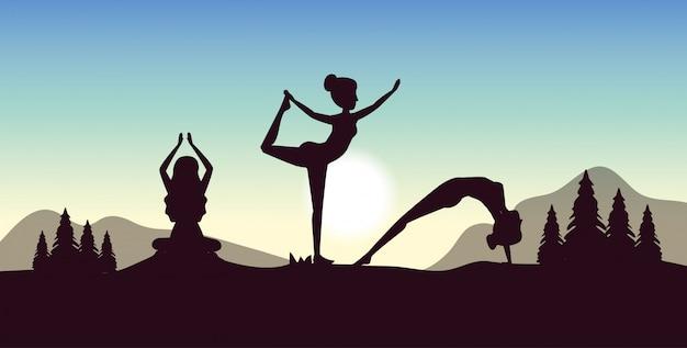 Vrouwen beoefenen yoga met dennenbomen en bergen Gratis Vector