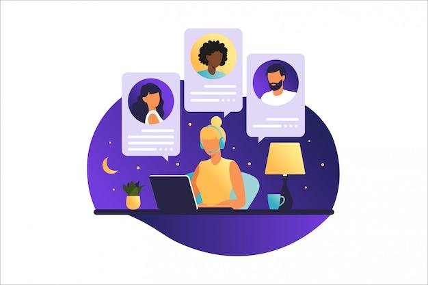 Vrouwennacht die aan een computer werkt. mensen op computerscherm spreken met collega of vrienden. illustraties concept videoconferentie, online vergadering of werk vanuit huis. illustratie. Premium Vector