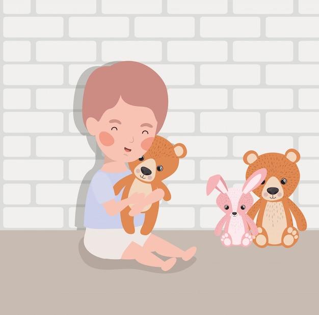 Weinig babyjongen met gevuld speelgoedkarakter Gratis Vector