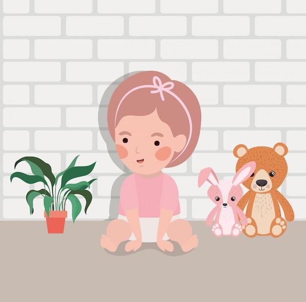Weinig babymeisje met gevuld speelgoedkarakter Gratis Vector