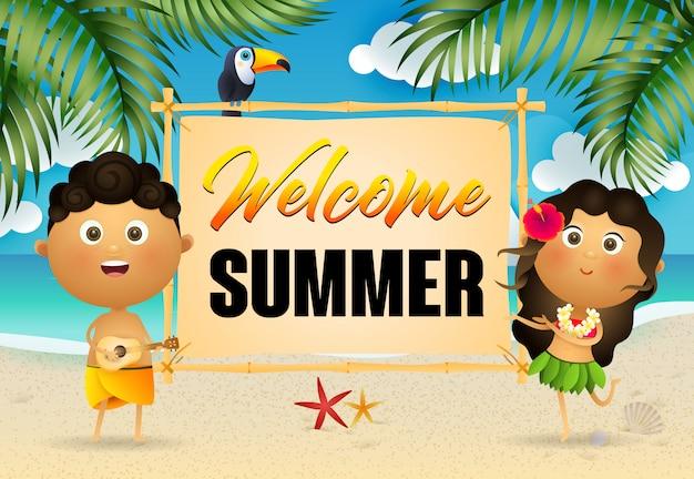 Welkom zomer belettering met gelukkige inboorlingen Gratis Vector
