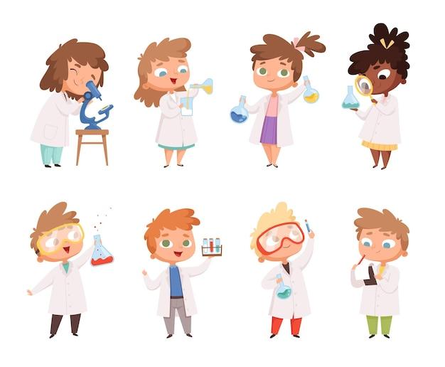 Wetenschapskinderen. kinderen in scheikunde lab jongens en kleine meisjes grappige mensen. Premium Vector