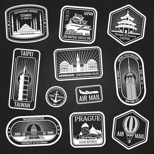 Witte reiszegels met monumenten en oriëntatiepunten Premium Vector