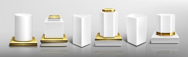 Witte sokkels of podia met gouden basis en uitstekende delen, abstracte geometrische lege museumpodia Gratis Vector