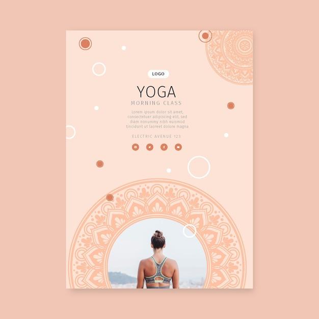 Yoga ochtend klasse poster sjabloon Gratis Vector