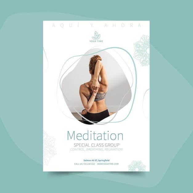Yoga poster sjabloon met foto Gratis Vector