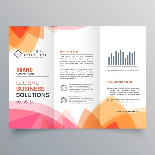 Zakelijke driebladige brochure sjabloon met zachte roze en oranje kleuren Gratis Vector
