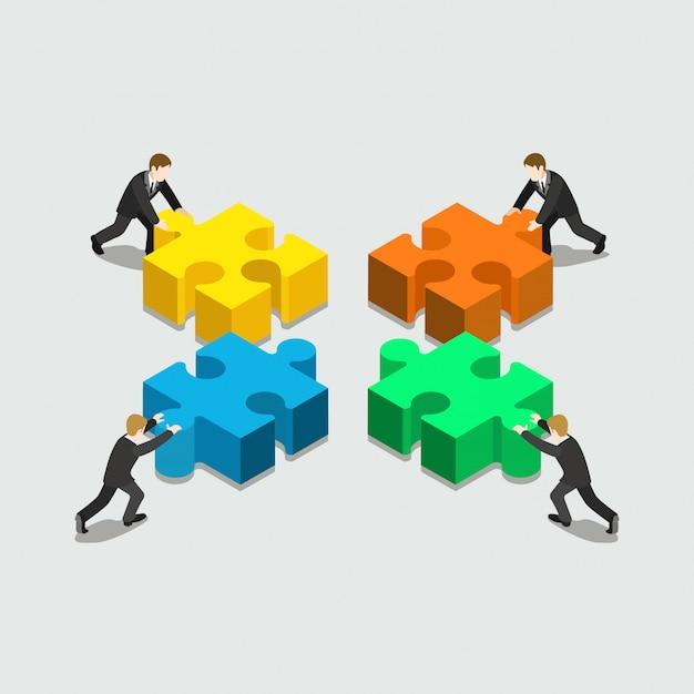 Zakelijke oplossing in partnerschap concept vier zakenlieden duwen stapel stukjes puzzel plat isometrisch Gratis Vector
