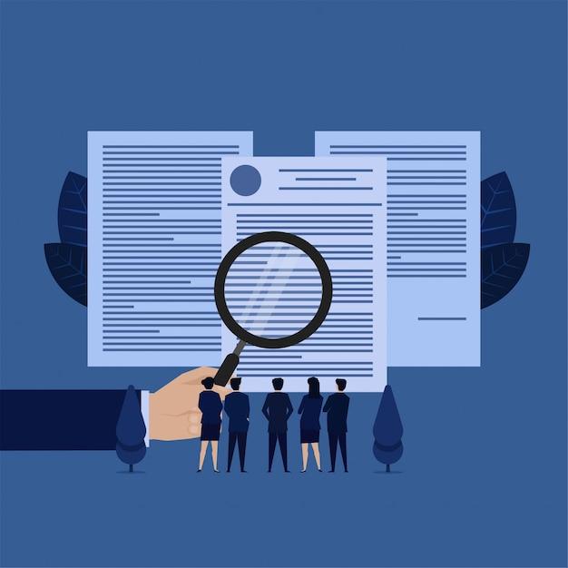 Zakelijke team zie documenten met vergroting metafoor van voorwaarden. Premium Vector