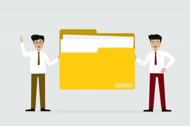 Zakenman en vriend met grote gele map Premium Vector