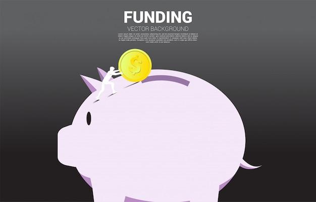 Zakenman push geldmuntstuk naar spaarvarken Premium Vector