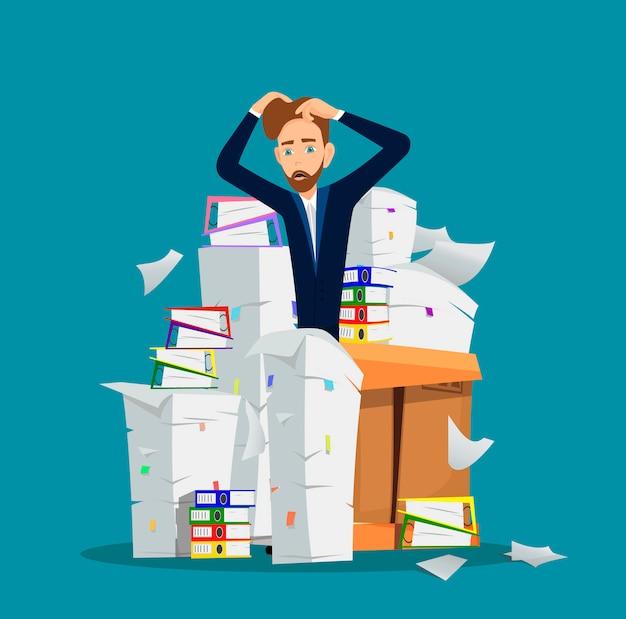 Zakenman staat onder de stapel van office-documenten Premium Vector