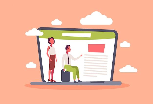 Zakenman vrouw paar met behulp van laptop computer project management concept planning kantoor document mannelijke vrouwelijke office managers horizontale plat Premium Vector