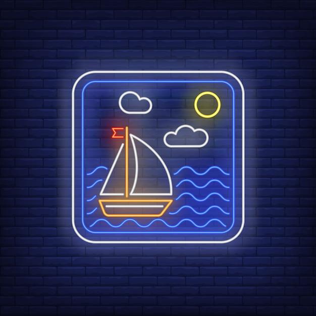 Zeilboot in zee frame neon teken Gratis Vector