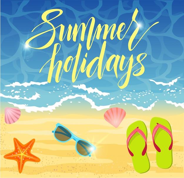 Zomer banner ontwerp in strand met zomer elementen. Premium Vector