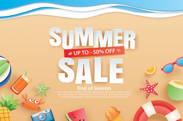Zomer verkoop banner met decoratie origami op strand. Premium Vector