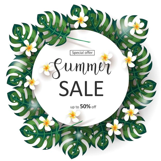 Zomer verkoop banner met palm bladeren frame, tropische bloemen en handgemaakte belettering. speciale aanbieding. tot 50% korting Premium Vector