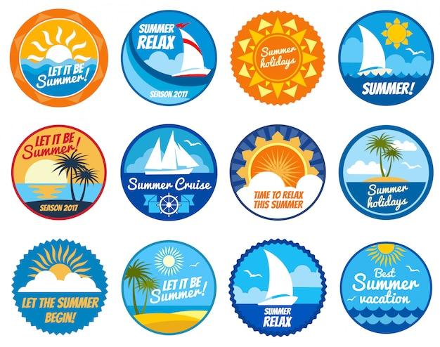 Zomerfeest labels en emblemen met zon en zee strand. Premium Vector