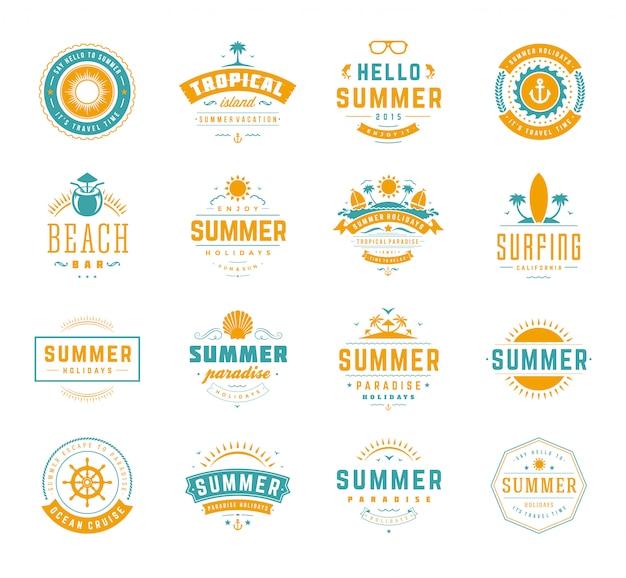 Zomervakantie etiketten en badges retro typografie design Premium Vector