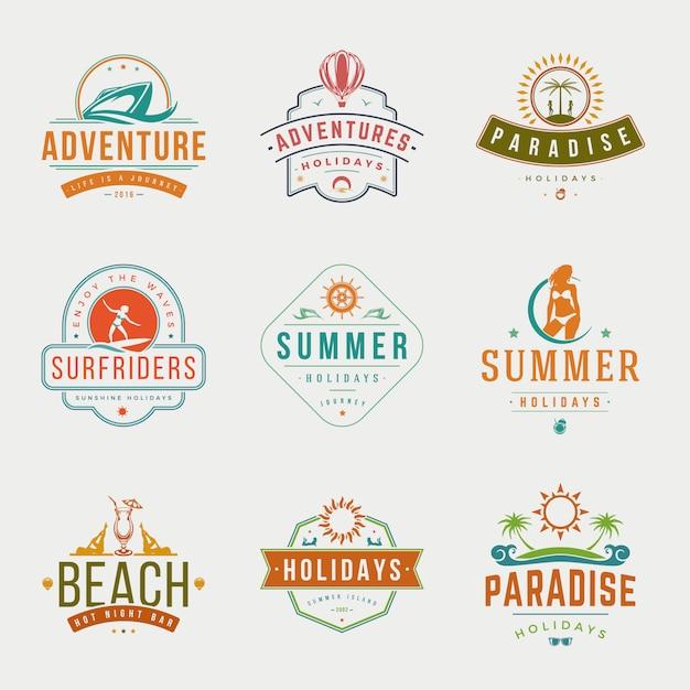 Zomervakantie typografie etiketten of badges vector ontwerp Premium Vector