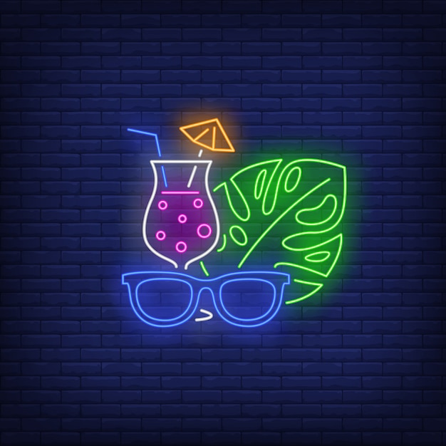 Zonnebrillen, cocktail en tropische plant blad neon teken Gratis Vector