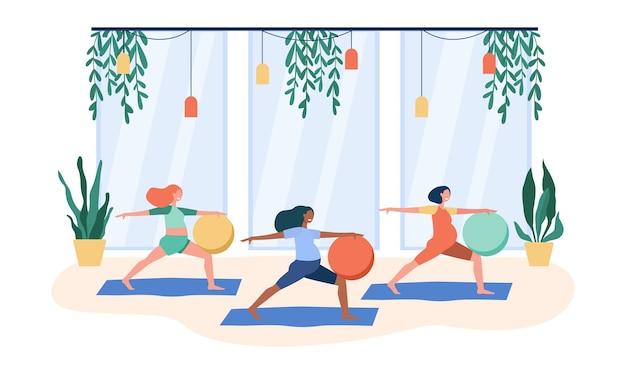 Zwangere vrouwen die oefeningen met grote bal doen. cartoon afbeelding Gratis Vector