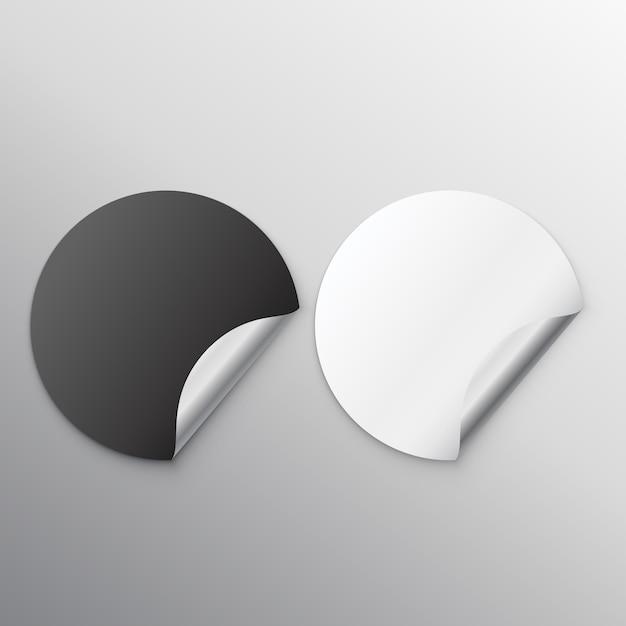 Zwart en wit blanco stickers met krul Gratis Vector
