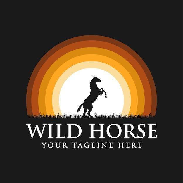 Zwart paard silhouet logo met zonsondergang achtergrond Premium Vector