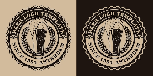Zwart-wit vintage bierembleem met een glas bier Premium Vector